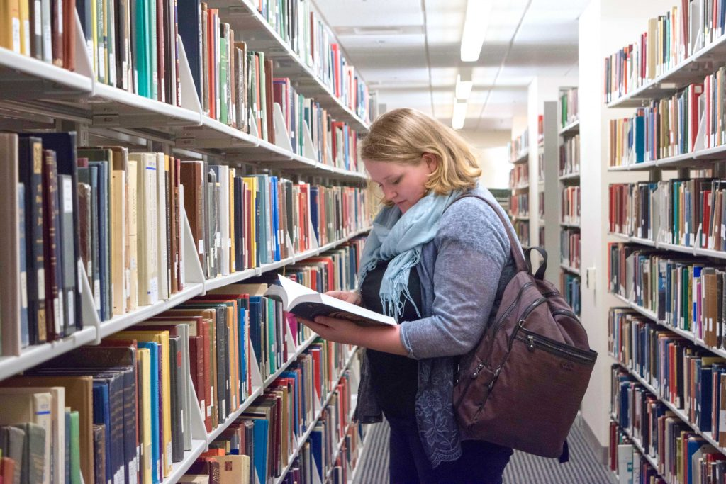 The ultimate list of college tips - 87 college tips to help you ace your college years - Sara Laughed