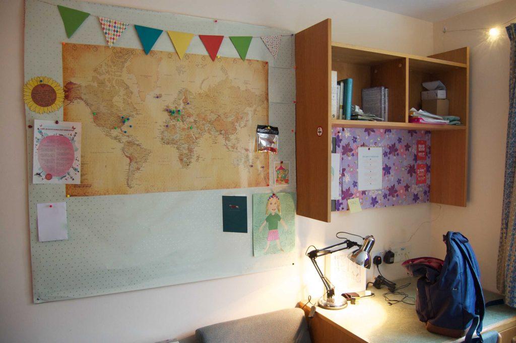 Sara Laughed's junior dorm room!
