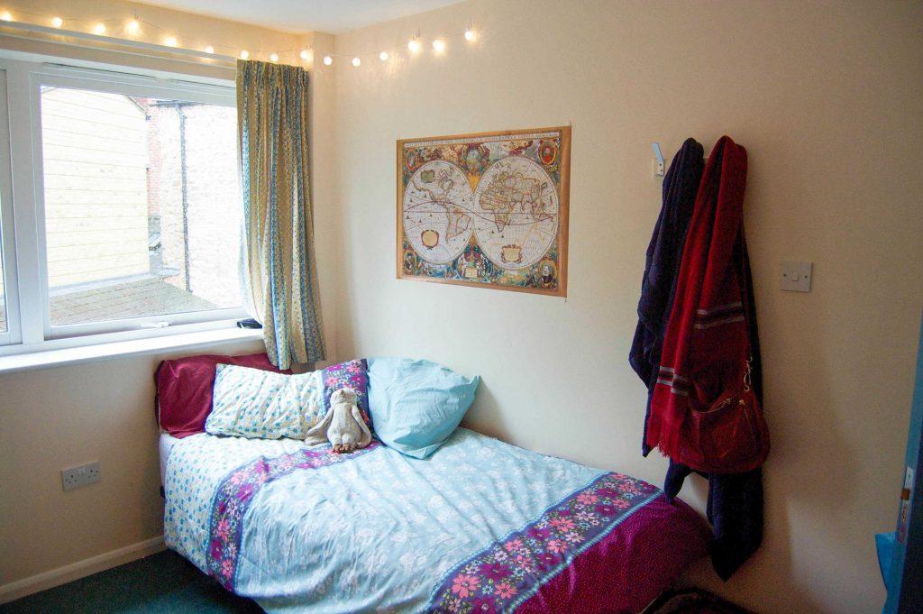 Oxford Dorm Room Tour • Sara Laughed