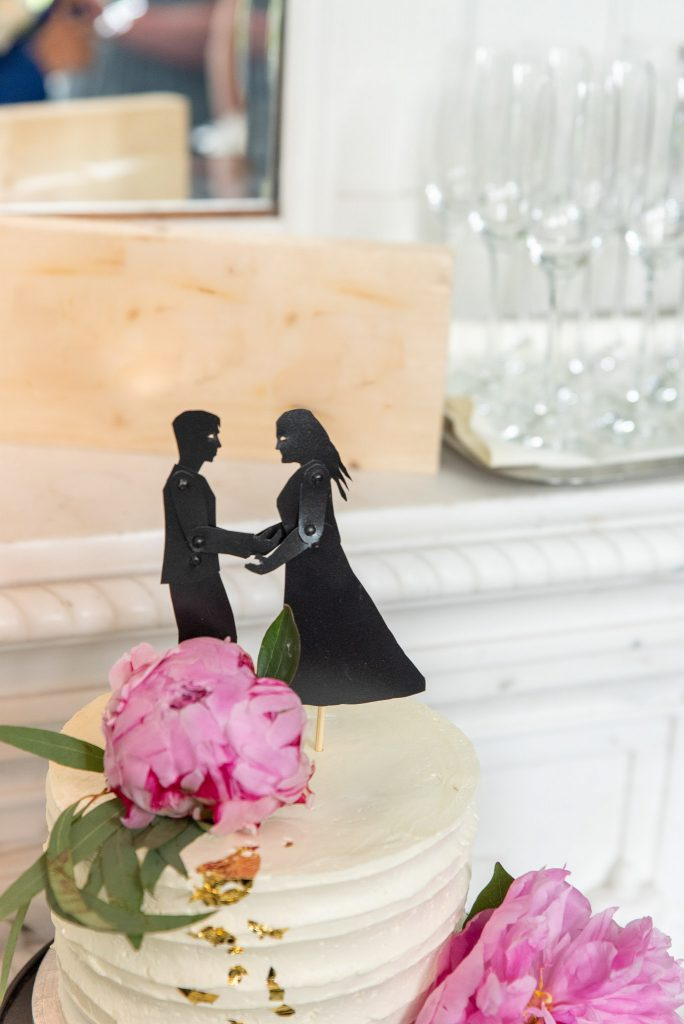 Our cake topper of our sillhouttes.